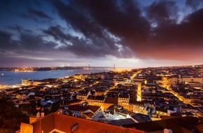 Lisbon at twilight (by André Vicente Gonçalves)